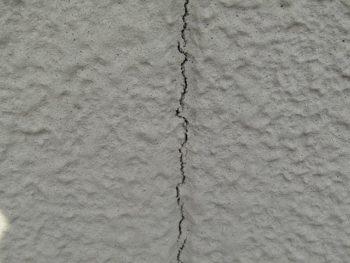 外壁の目地のヒビ