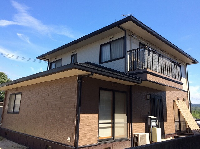 倉敷市児島 外壁はアウトレット塗料で屋根は高耐久性の無機塗料で