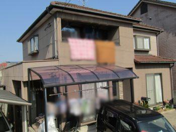 塗り替え前の家