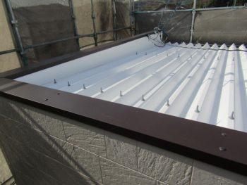 完成した屋根と笠木