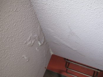 漏水による外壁の浮き