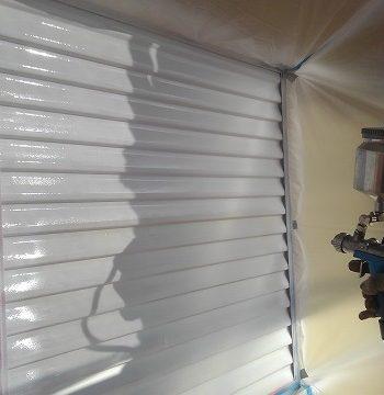 雨戸を吹き付けで塗装