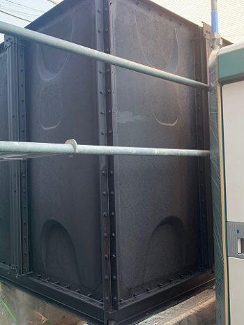 貯水槽は黒を間に入れます