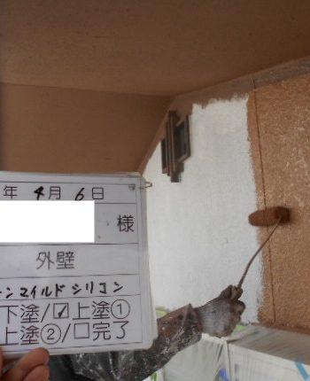 外壁の上塗り1回目
