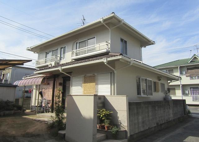 岡山市撫川 黒ずんでいた外壁も雨戸もきれいに塗り替えました