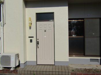 玄関ドアの塗り替え完成