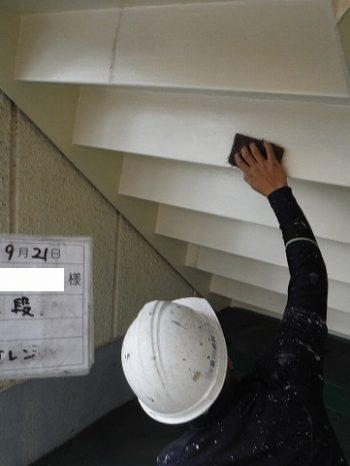 階段のケレン作業