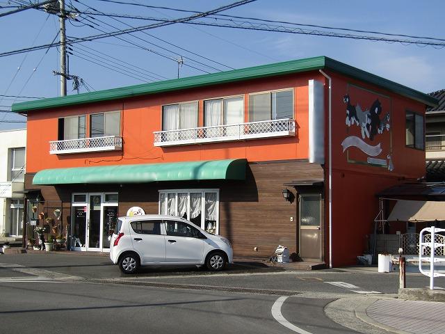 岡山市の店舗塗装 屋根は白色のアウトレット塗料で安く!