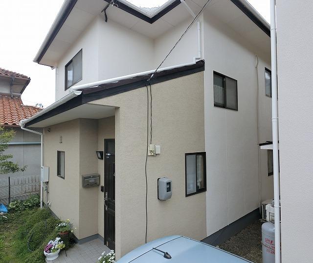 岡山市で外壁・屋根塗装、玄関はトラバーチンでおしゃれに!