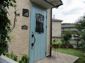 玄関ドアは新しく交換