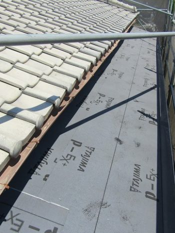 下屋根の葺き替え工事