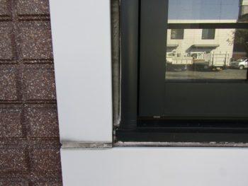 窓のコーキング劣化