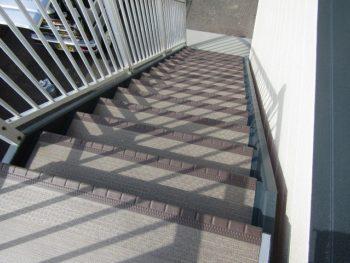 階段長尺シート貼り工事完成