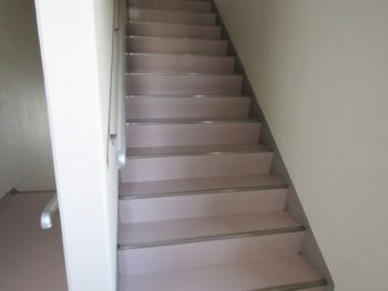 階段床の塗装完成