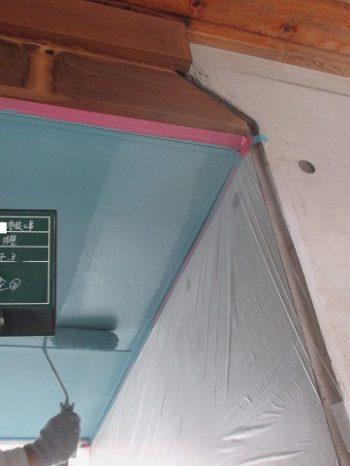軒天を水色に塗装