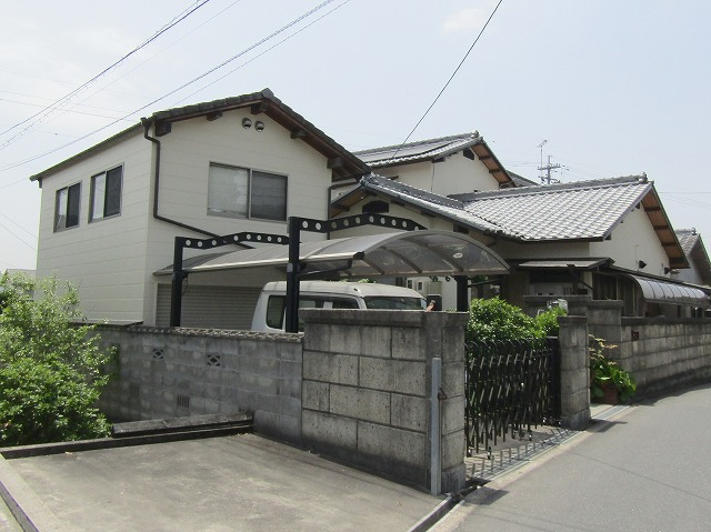 岡山市北区で住宅2棟の外壁塗り替え工事!玄関柱もキレイに!