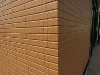 石目調模様の外壁